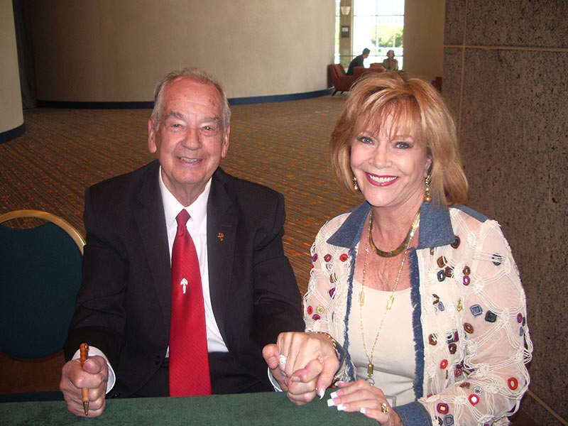 Zig Ziglar at the book table at the EWomen's Network, Dallas, TX.