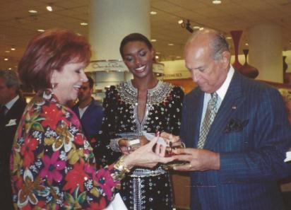 Oscar de Le Renta signing her bottle of perfume!